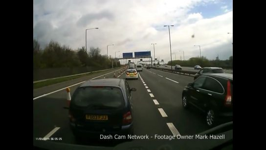 Caravan driver smashes his way into a lane - DrivingOnly.com