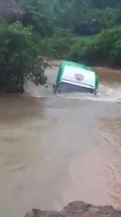 Lorry moving through the river - road thumbnail - DrivingOnly.com