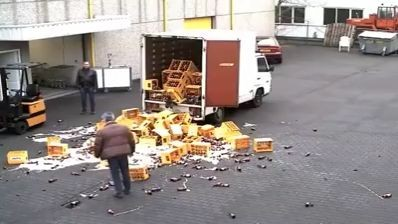 Failed attempt to unload beer ended quicker than expected (Video)