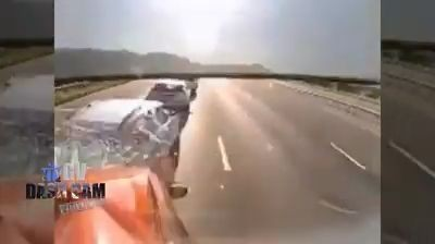 Lorry driver not paying attention to the road crashes into queuing cars (Video)