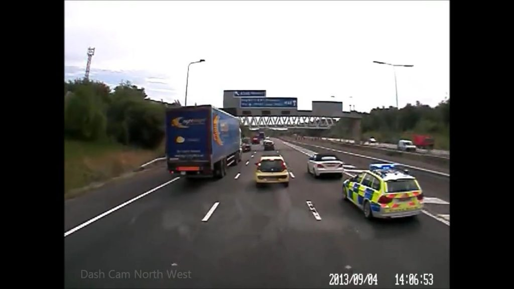 BMW driver blocks police on motorway (Video)