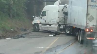 Truck driver unsuccessfully trying to turn around (Video)