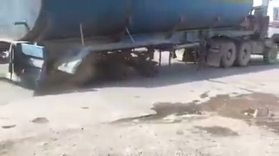 Trailer being towed without tires (Video)