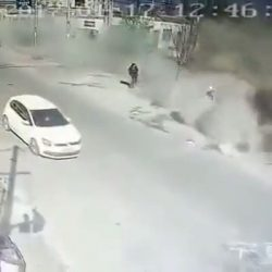 Lorry drives into the building without brakes (Video)