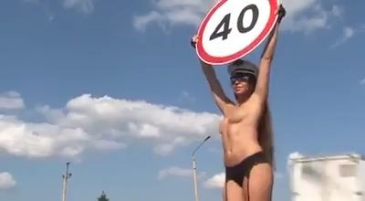 Pretty nice speed sign holders (Video)